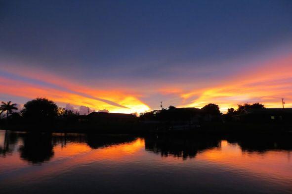 Diesen Sonnenuntergang geniessen Sie am Bootssteg des Ferienhaus Coral Belle in Cape Coral