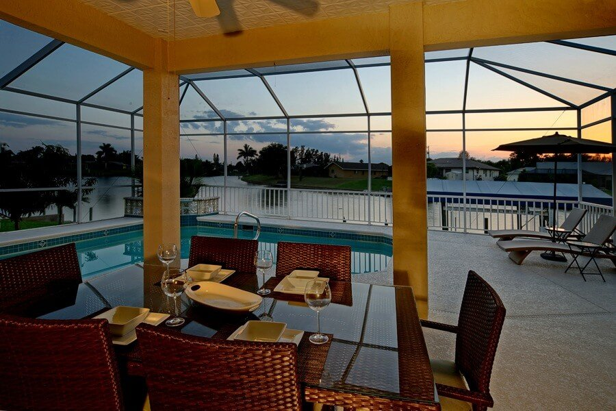 Blick von Terrasse auf den Fluss bei Sonnenuntergang im Ferienhaus Coral Belle