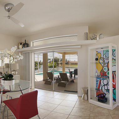 Ausblick aus dem Familienzimmer auf den Pool und den River im Ferienhaus Coral Belle